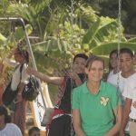 Lehrerin Alena mit ihren Schülern der Idene-Schule