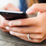 Smartphone in den Händen