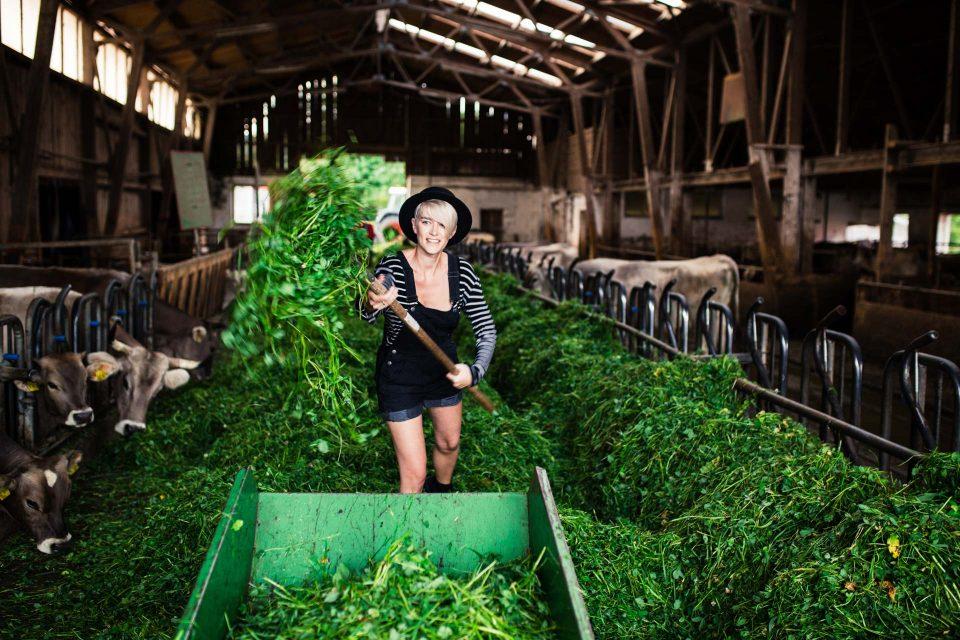 Mia von uberding besucht einen Demeter-Bauernhof