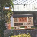 """Zirkuswagen""-Insektenhotel aus Naturmaterialien"
