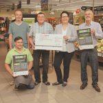 Ein Scheck in Höhe von 2.000 Euro wurde an die Ortsgemeinde Schmißberg übergeben