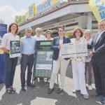 Die Stadt Gaggenau erhält einen Scheck in Höhe von 3.000 Euro