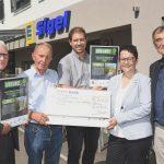 Der Staffelverein Esslingen e. V. erhält einen Scheck über 4.000 Euro
