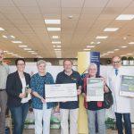 Ein Scheck in Höhe von 4.000 Euro geht an die Ortsgruppe Bisingen