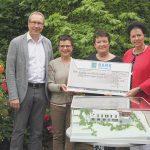 Ein Scheck über 2.500 Euro geht an den Verein Stationäres Hospiz Region Nagold e. V.