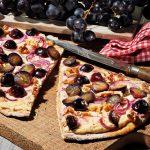 Ziegenkäse Flammkuchen mit Trauben