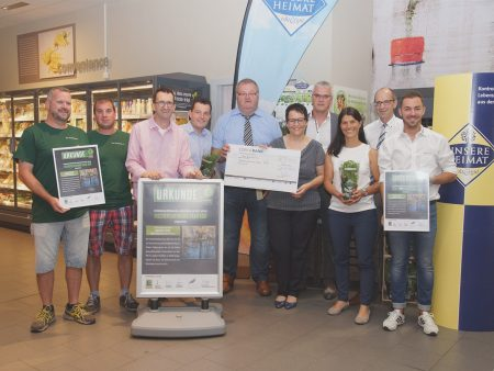Ein Scheck über 3.000 Euro geht an den Fischereiverband Saar Kör