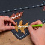Herbstliche Namenschilder für den Tisch
