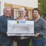 Der ATEG-BW e. V. erhält einen Scheck über 1.500 Euro