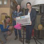 Der Clowns im Dienst e. V. erhält eine Spende über 1.500 Euro