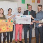 Der Mariaberg e. V. in Gammertingen erhält einen Scheck über 2.500 Euro