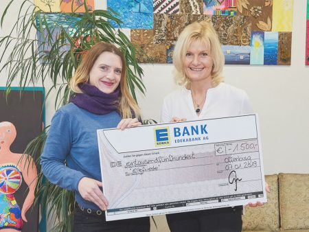 Ein Scheck in Höhe von 1.500 Euro wurde an die Einrichtung ElleFriede übergeben
