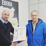 Für seine 40-jährige Betriebszugehörigkeit bei EDEKA Südwest erhielt Markus Schön eine Urkunde