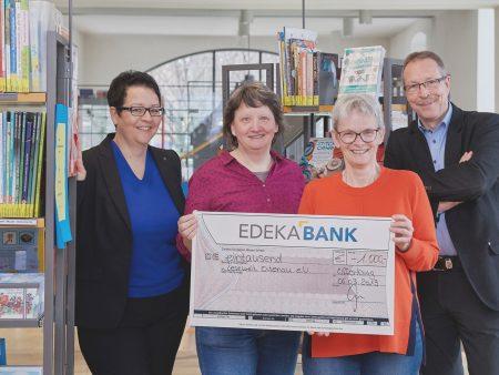 Mit 1.000 Euro wird der Verein Lesewelt Ortenau von der EDEKA Südwest Mitarbeiter-Initiative unterstützt