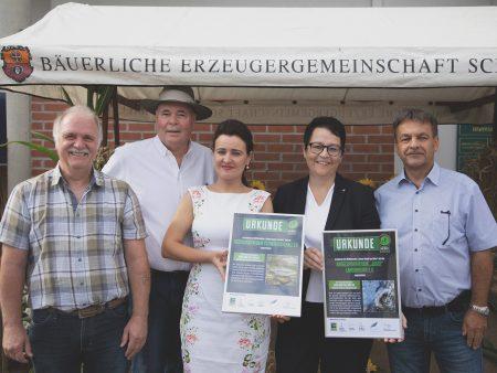 Scheckübergaben bei der Bäuerlichen Erzeugergemeinschaft in Wolpertshausen.