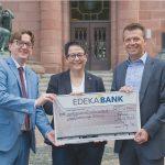 Spendenscheckübergabe an den Verband der Freunde der Universität Freiburg e.V..