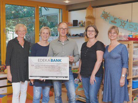 Mitarbeiter der EDEKA Südwest unterstützen den Schulkindergarten Offenburg.