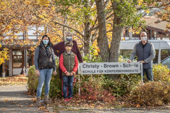 EDEKA Mitarbeiter spenden für Christy-Brown-Schule