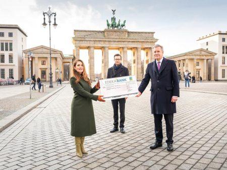Spendenübergabe an die Deutschlandstiftung Integration